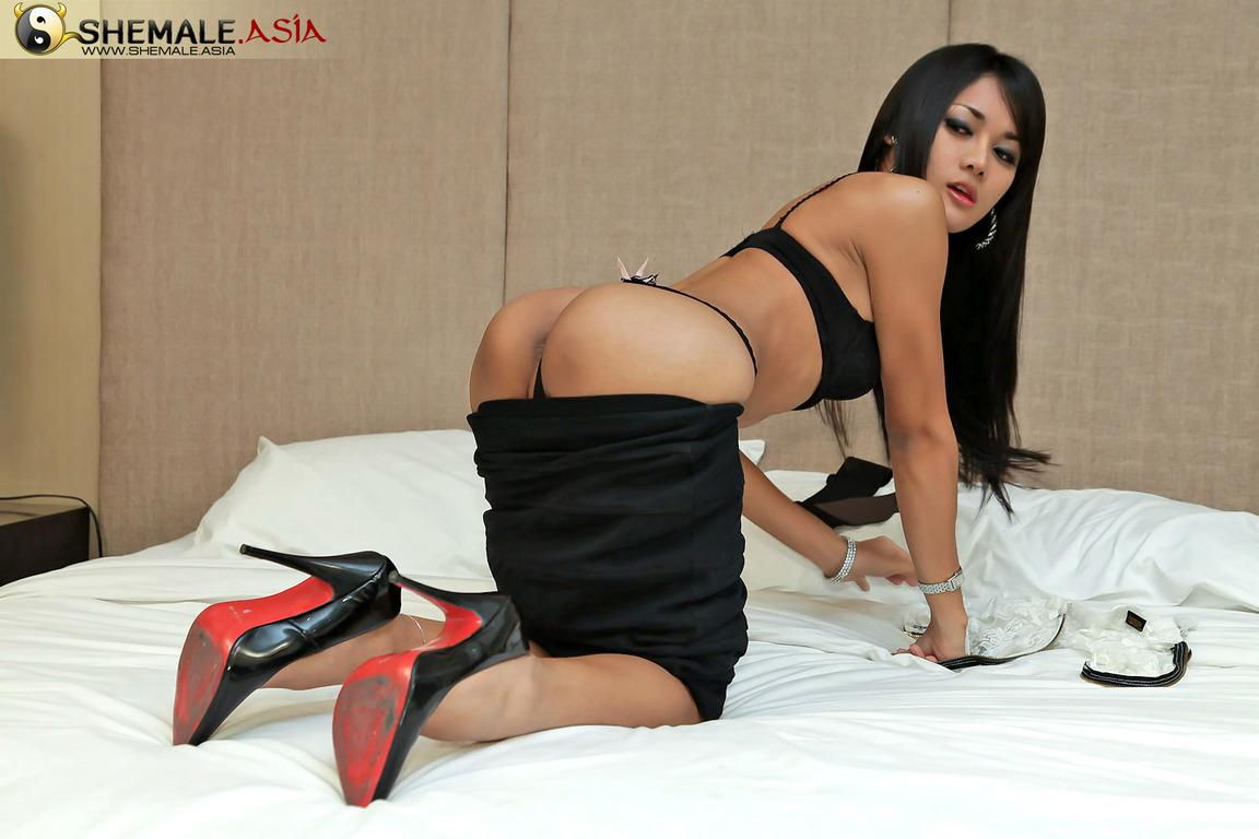 Arousing Dick Starved Asian Transexual With Huge Dick Cums Like A Fountain