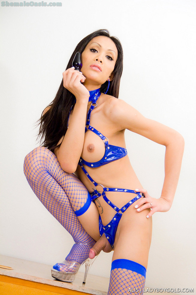 Pattaya T-Girl Alis - Alis Fetish Blue Buttplug