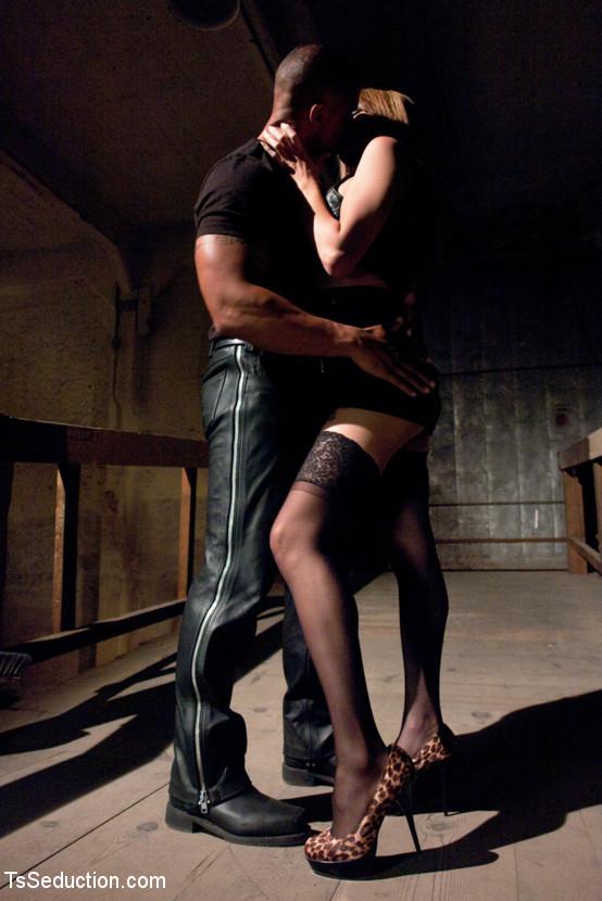 Flirtatious On Arousing ABUSE: Ladyboy Eva Banging A Buff, Black Dude