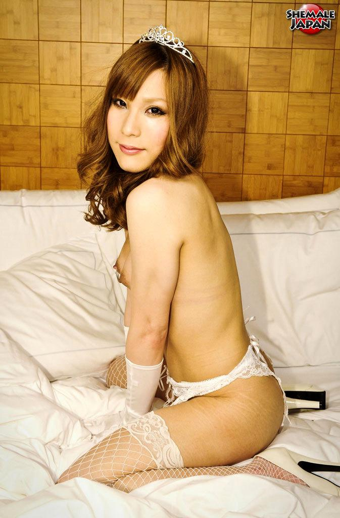 Teen Transexual Wanking Herself And Showing Her Tight Bum