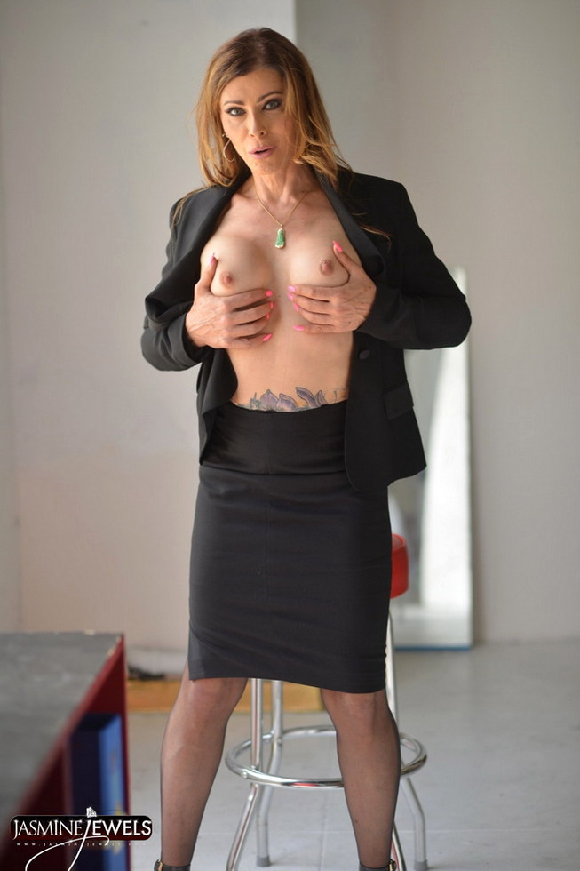 Transexual MILF Jasmine Jewels - Jasmine Office Day