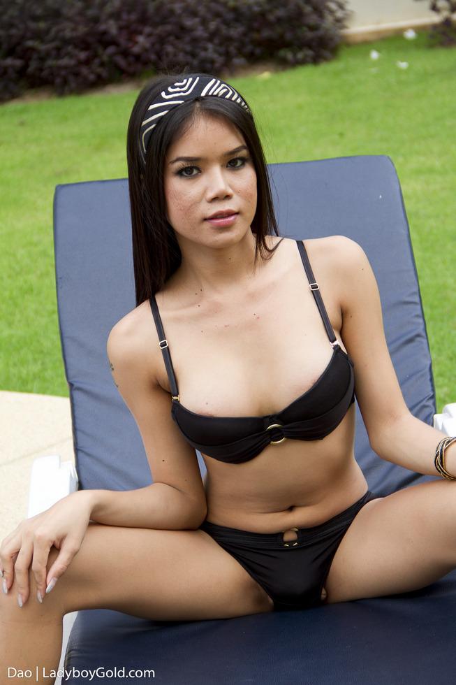 Pattaya T-Girl Dao - Dao Getting Some Sun