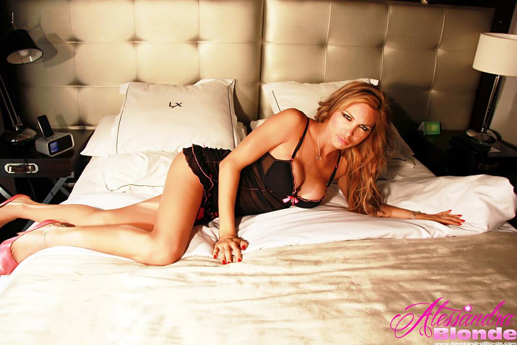 Tgirl Alessandra Blonde - Blackandpinkonbed