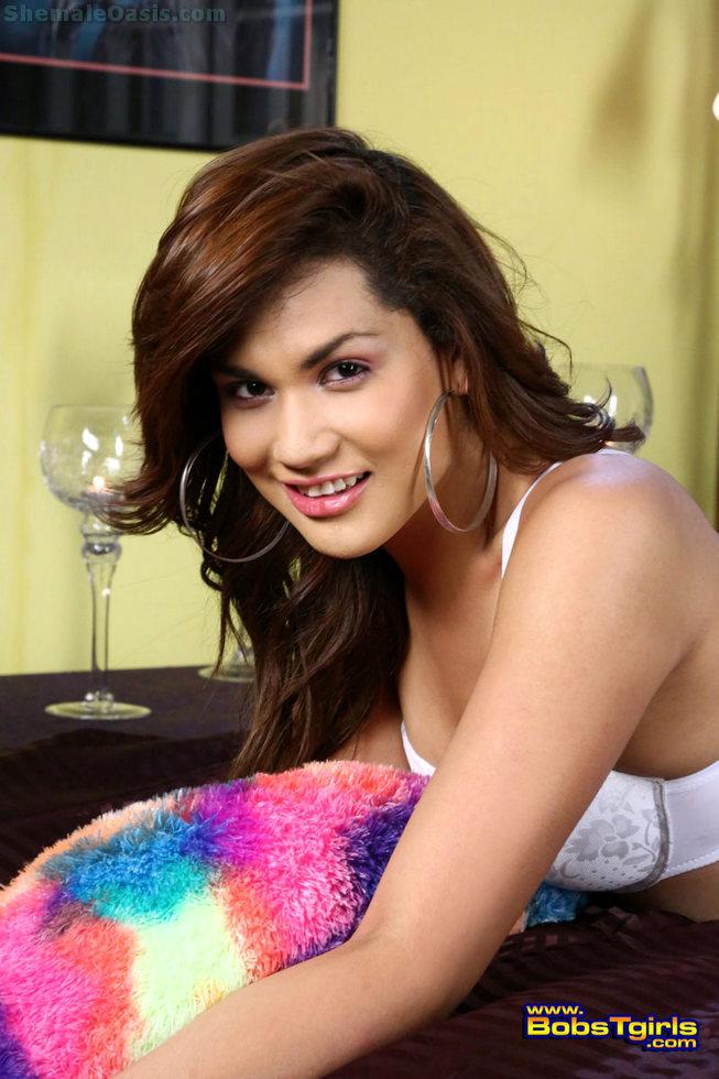 Ladyboy Yazlene Reyes - Yazlene Reyes White Lingerie