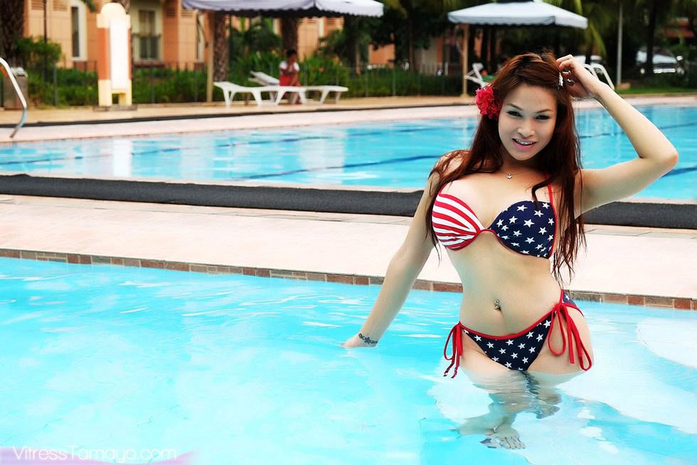 T-Girl Vitress Tamayo - Pool
