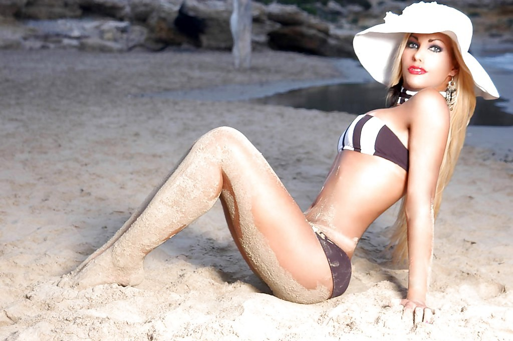 Gorgeous Blonde European Transexual Suzane Petrovyk Showing Off Her Sweet Bum