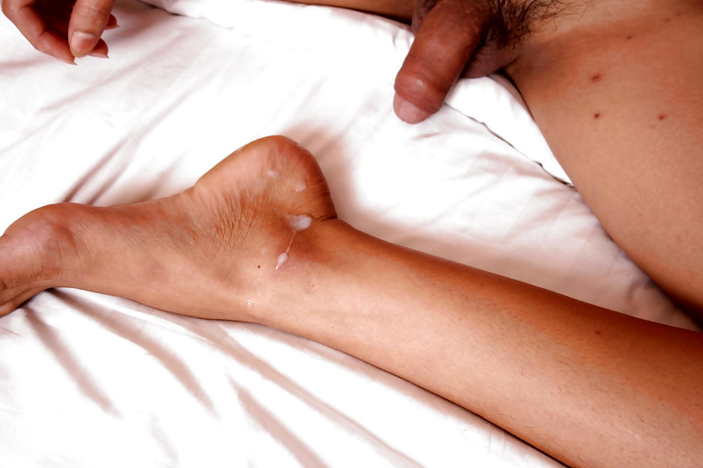Cute Massive Tit Thai Transexual Cream Wanking Off And Cumming On Her Feet
