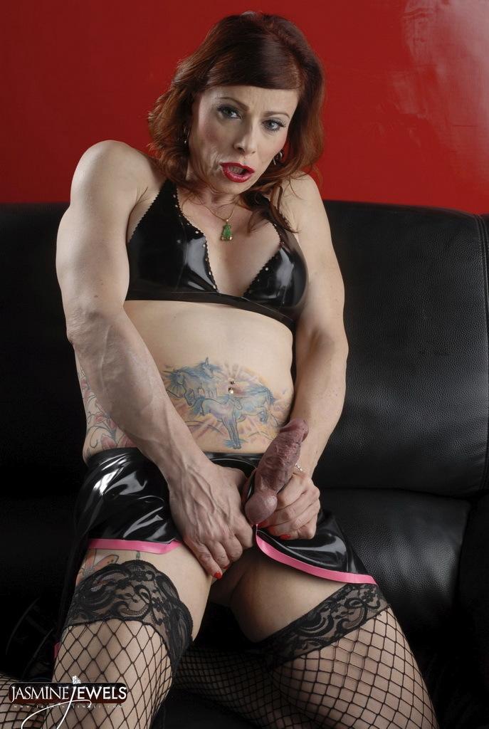 Titillating Jasmine Posing In Provoking Latex Fishnets