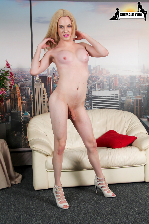 Nice Leggy Cayla Sky!