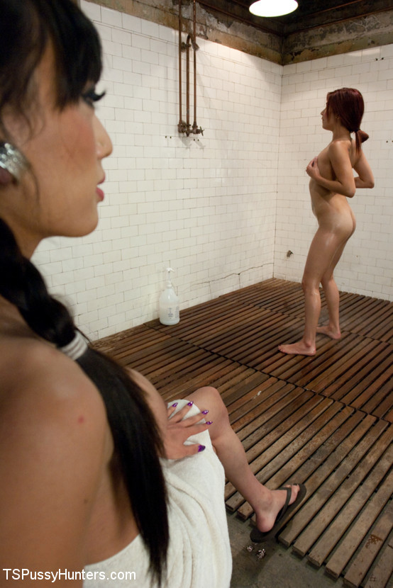 Shower Hunter: Wanking Off Under A Towel REVEALS Her COCK
