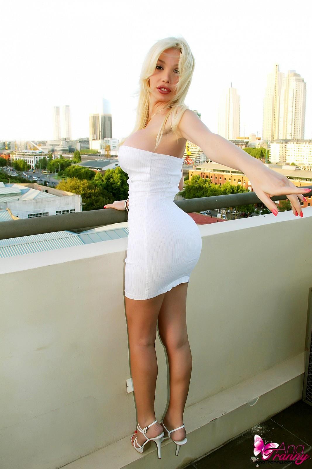 Flirtatious T-Girl Ana Mancini In Unbelievable Tight Dress