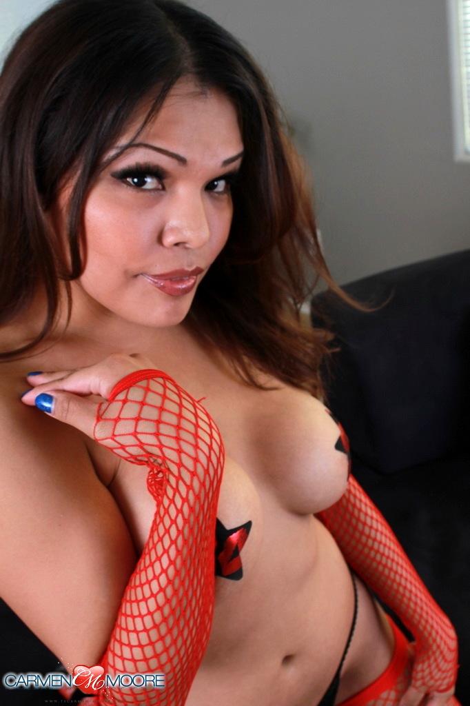 Kissable Carmen Posing In Fishnets