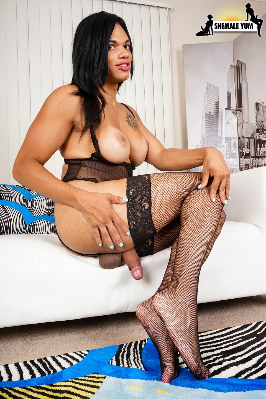 Morena Black Tries The Cock Pump!