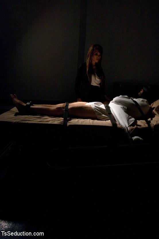 The Sensory Deprivation Lab: Eva Lin Plays Scientist On His Dick