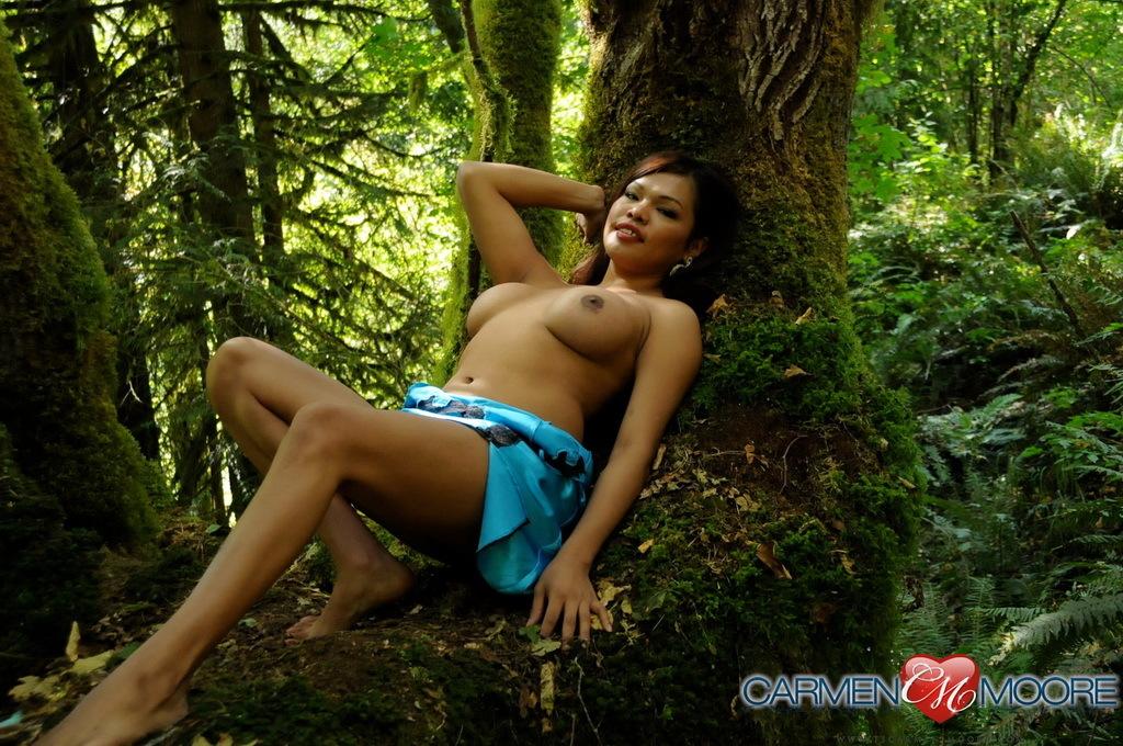 Voluptuous Carmen Posing With Mia On A Mystical Tree