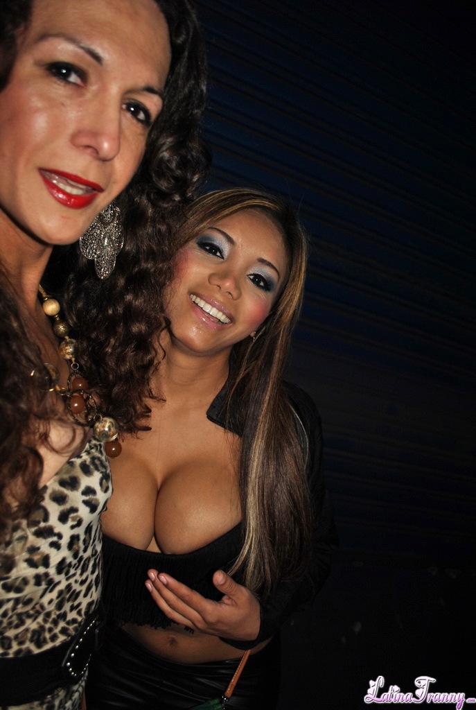 Nikki Poses With A Gorgeous Whore