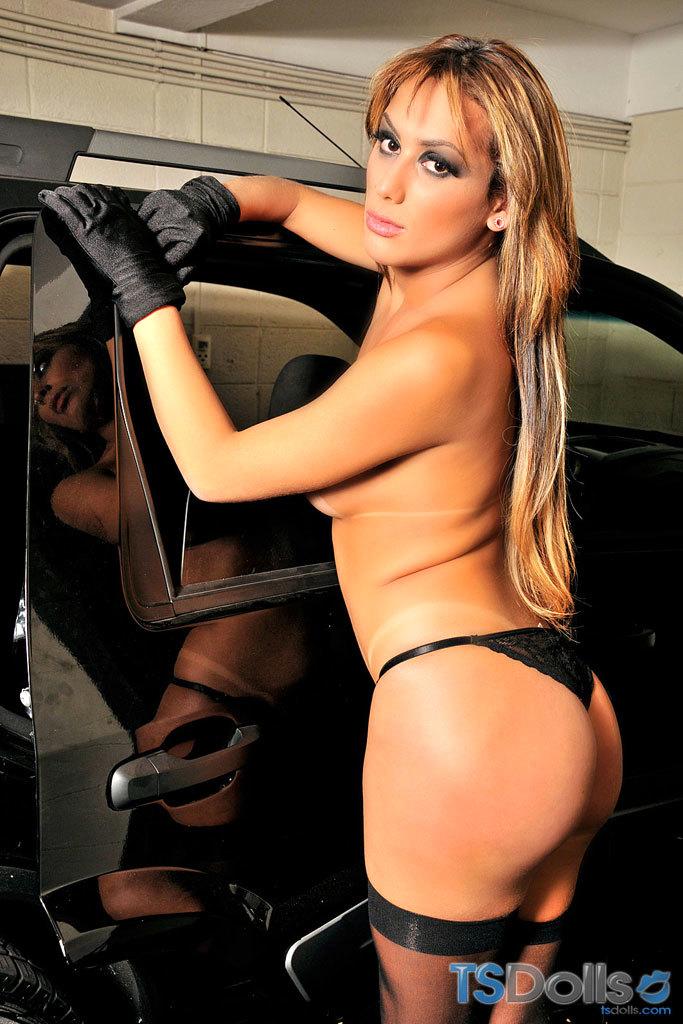 Juliana Souza Puts On A Voluptuous Striptease
