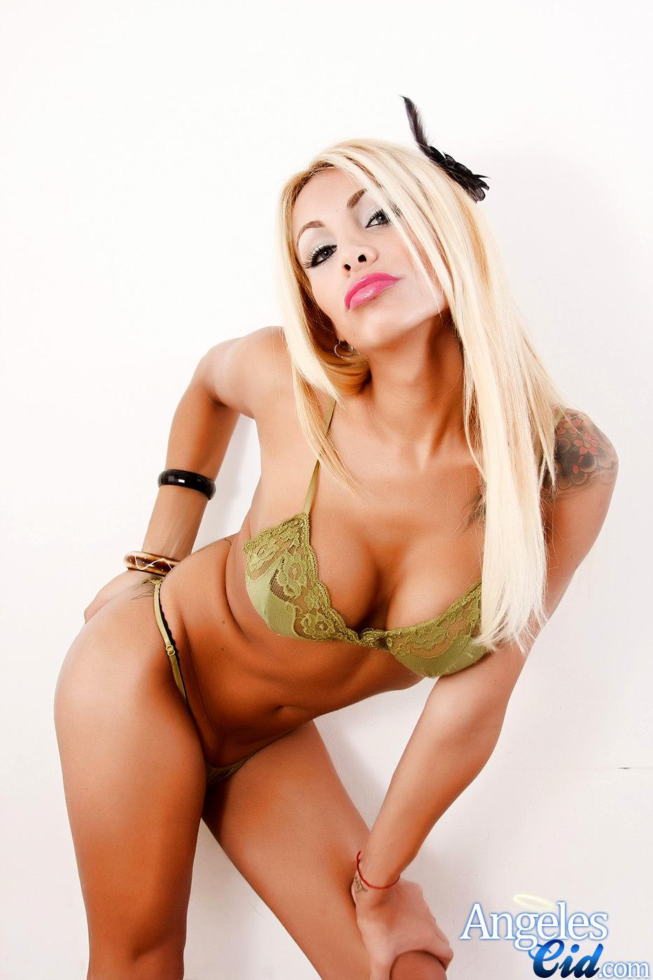 Gorgeous Blonde T-Girl Taking Off Her Green Lingerie