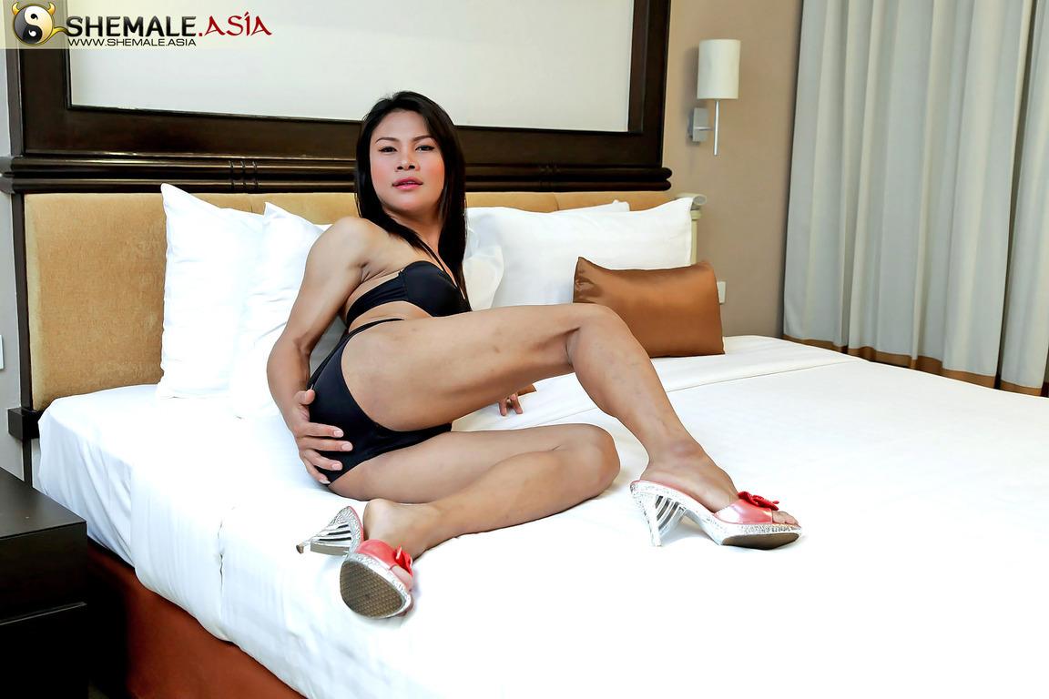 Young, Hung Tgirl Jooy Gets Rock Rough