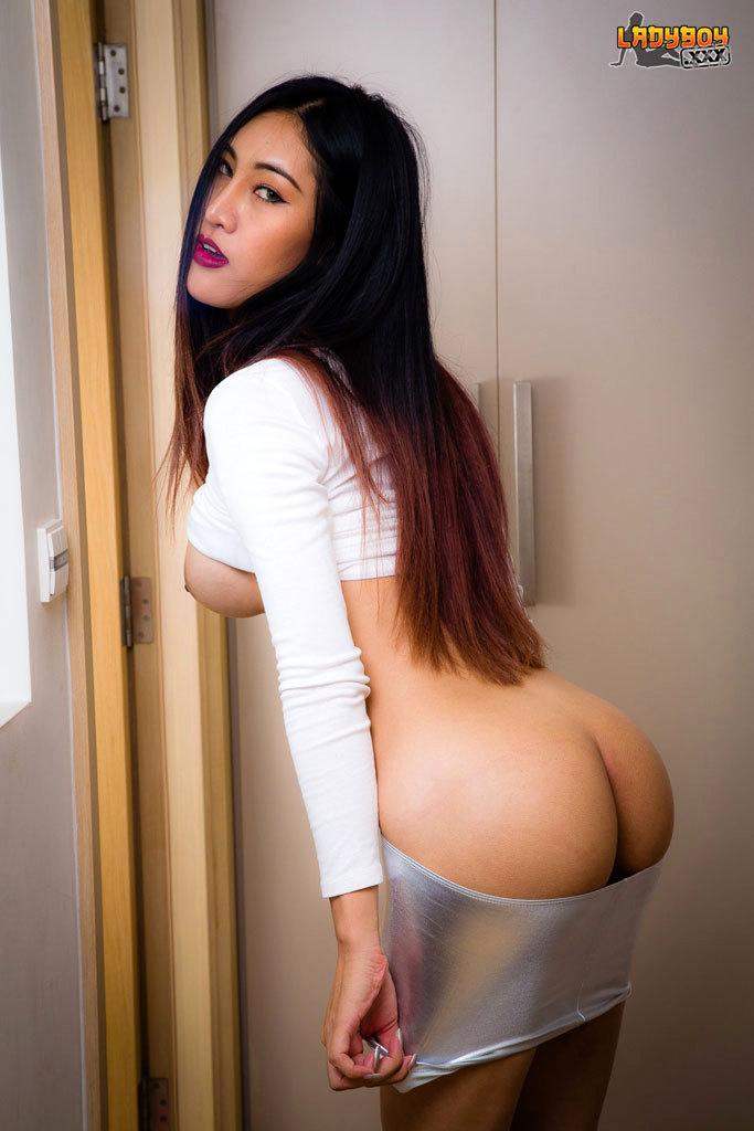 Attractive Thin Yuki Has A Hardon!