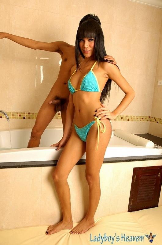 Femboy Soapy Massage With Ladyboy Barbie