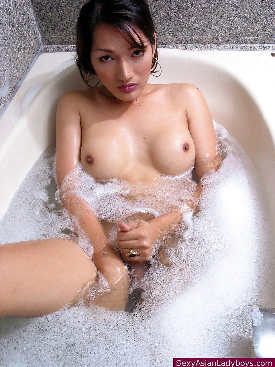Busty Trannie Jerking Her Rough Rock Hardon While Taking A Foam Bath